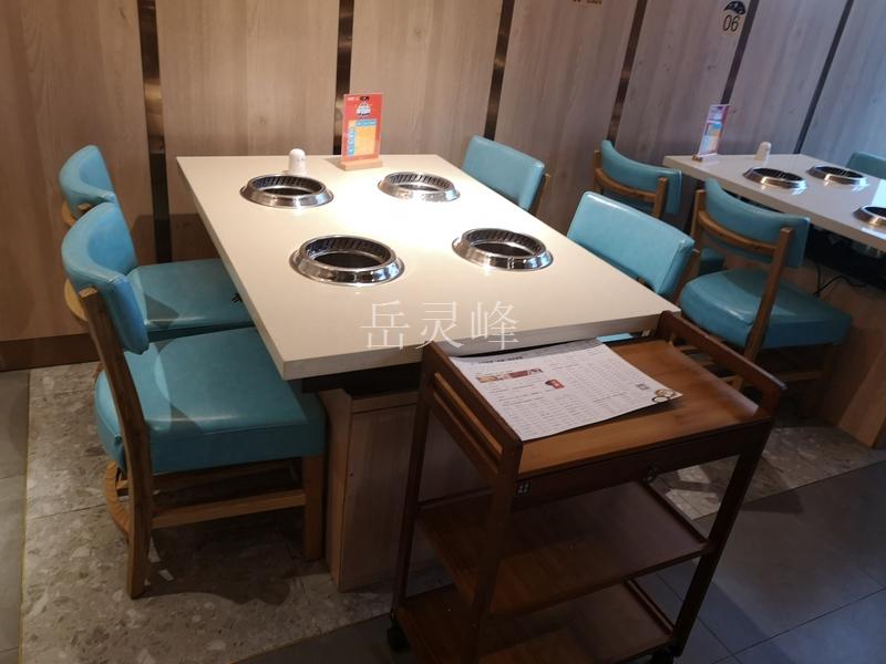 八味锅火锅餐厅桌椅的价格是非常便宜